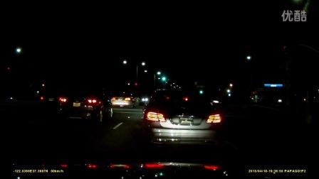 目击闯红灯被警车拦截