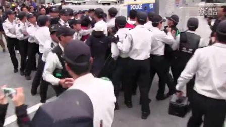 韩国岁月号一周年, 光华门现场 暴力