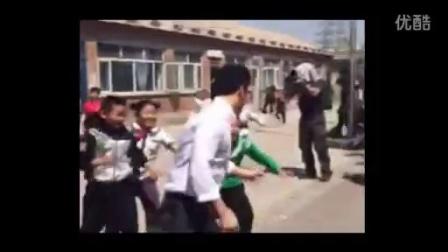 李晨探访燕京小天鹅公益学校