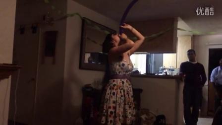 【怪咖搞笑】作死妹子吞下整条气球再戳破