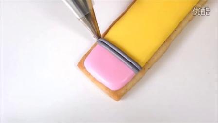 糖霜饼干-铅笔和白纸