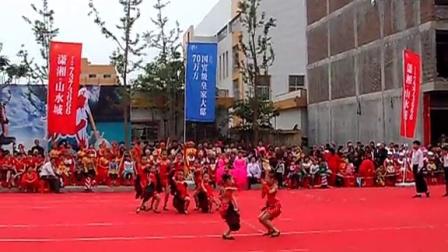 宁远县舞美拉丁舞培训学校小朋友2015年4月25日在山水城的表演