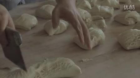 【奇趣视频】厨房的美!!披萨制作的全过程