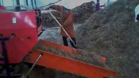 专供嘉祥养牛养羊场饲料设备秸秆青贮打捆包膜机视频