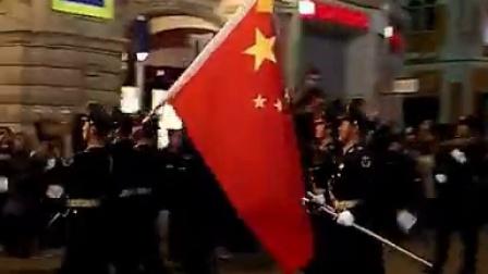 """5月4日,俄罗斯阅兵第二次彩排中国人民解放军三军仪仗队战士高歌""""喀秋莎""""莫斯科市民"""