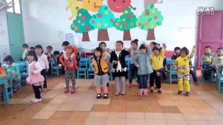 如皋丁北幼儿园小班小朋友跳《小苹果》排练现场