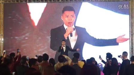 白健恩(《鸭王》主演)为领秀娱乐年会献唱_1