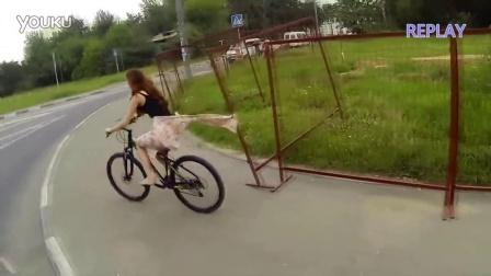 风与围栏联手出击, 單車美女被脫裙子