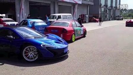 拉法拉利LaFerrari 和 迈凯轮P1 直线加速巅峰对决