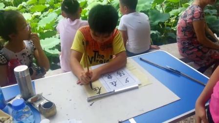 黄应生书法培训班2015年六一儿童节学生书於深圳洪湖公园