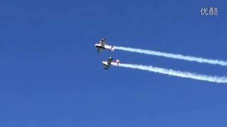 【发现最热视频】实拍!两架飞机空中表演相撞掉进海里_标清