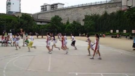 东风小学四年级四班打球
