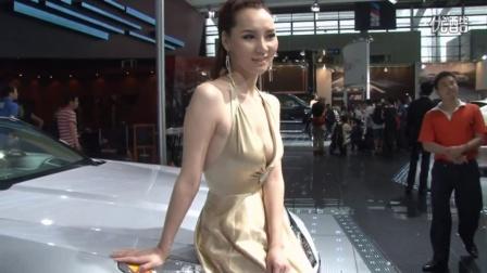 性感美女车模秀银色吊带深V领