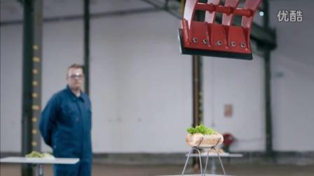 不逊蓝翔!挪威司机用挖掘机做热狗