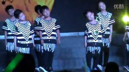 8岁4个月 康辉参加大型表演 第一次(哥不是传说 不要迷恋哥)