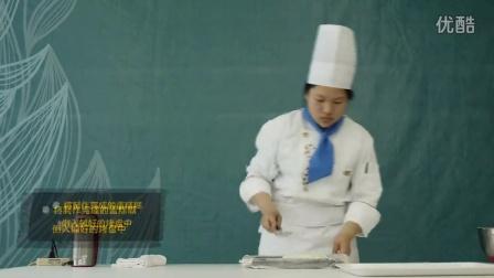 哈尔滨第二职业中学 厨艺视频教学《草莓慕斯》
