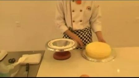 蛋糕如何做_学厨艺去安徽新东方厨师培训学校