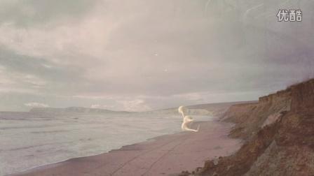 《宁静(Placed)》——徜徉于艺术家的超现实草原梦境