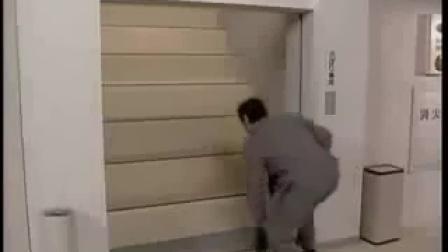 「亮点视频」国外能人恶搞上电梯视频笑死人