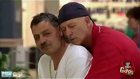 搞笑视频!国外街头恶搞节目:你是不是同性恋