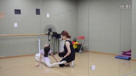 桔子树艺术培训教学视频-少儿芭蕾集体初级 2