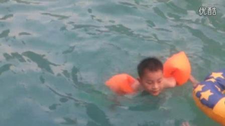 三期游泳池-陈文杰首次游泳20150713