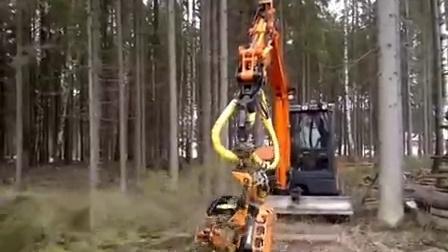 2015年7月份亮相广西8吨挖掘机伐木机