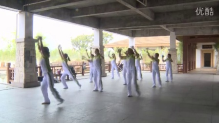 【视频】史上最燃广场舞 当大妈们被真男主题曲洗脑之后