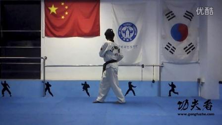 跆拳道后腿横踢接后踢动作教学第二课