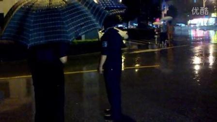 追梦之家雨中演出为期护航最美警察