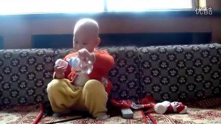 爱看电视的小宝贝