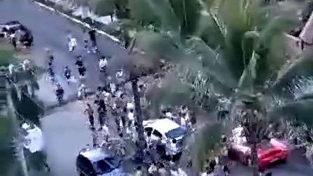 www.baiji.com.cn 仇富心理吗-实拍法拉利F430惨遭围堵喷沫