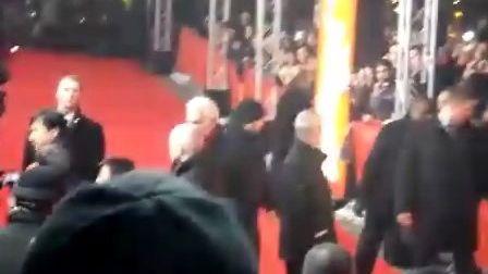 成龙在【柏林国际电影节】《大兵小将》首映红毯上接受访问