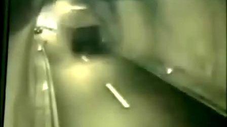 世界上最惨烈的车祸镜头集合