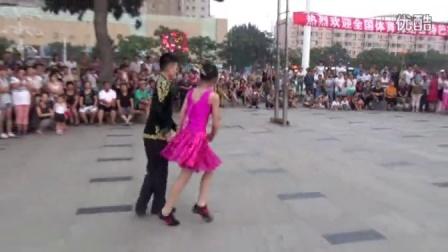 沈阳李丰吉特巴舞蹈队来葫芦岛体育场表演