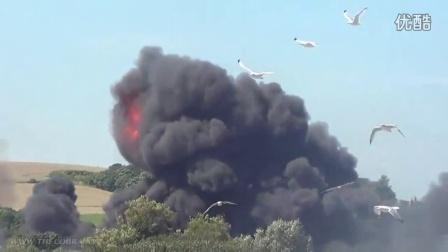 2015.8.22 英国肖勒姆航展空难 猎鹰喷气式飞机表演时坠毁 视频汇总