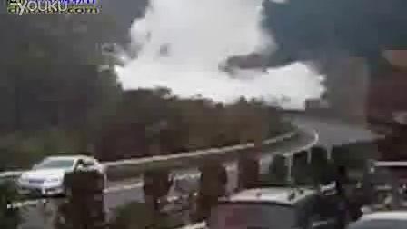 惊险!武吉高速液化气罐车爆炸瞬间