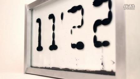 时钟里黑色的铁磁流体叫ferro fluid,变化成不同数字的过程真的酷到恐怖,这个时钟叫--ferrolic