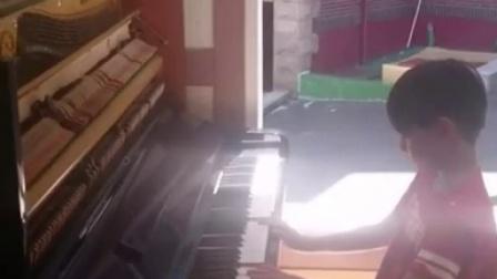 【混血儿ReciponLeo新浪微博】Leo弹钢琴