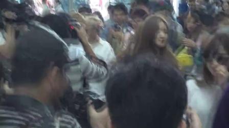女团Apink赴泰国参加粉丝见面会 休闲靓装魅力四射