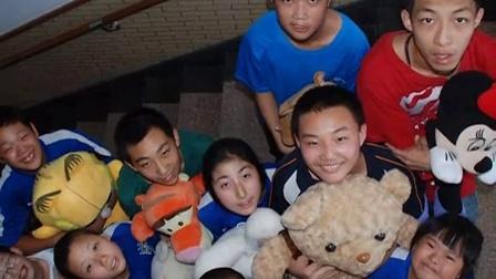 王睿作品:大连甘井子区特教学校  为需要爱护关心的孩子们创作_720x544_2.00M_h.264