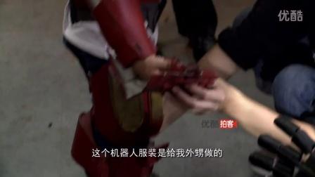 """【拍客】郑州教师手工打造机器人 小孩秒变""""钢铁侠"""""""