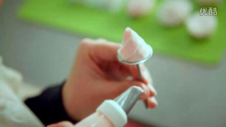 如何用微波炉做蛋糕裱玫瑰花-高清