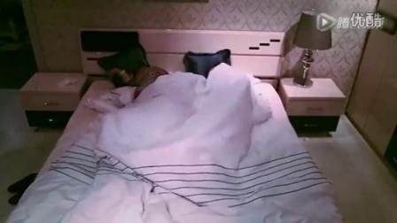 晚上跟老婆睡觉,隔壁传来XXOO声音,夫妻俩竟然这么做,笑喷