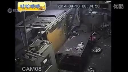 工厂安全事故!男子脑袋被液压机压碎