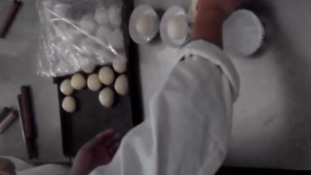 奶酪玉米面包制作过程'
