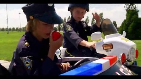 【华超】国外小朋友表演警察追扑盗车贼,太可爱哦