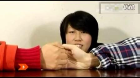 追女孩子的技巧:怎么和女孩子玩拇指大战
