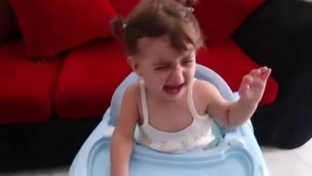 【发现最热视频】太倔强了!哭得撕心裂肺手舞足蹈