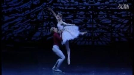帕特里斯·巴特和德意志国家歌剧院舞者表演胡桃夹子